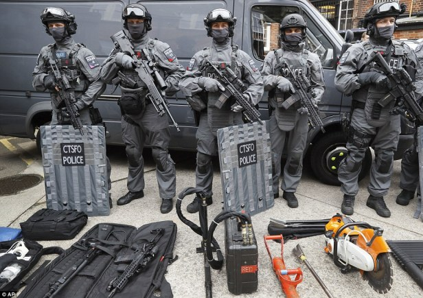 36d54cf000000578-3721270-the_heavily_armed_officers_carry_semi_automatic_rifles_hand_guns-a-98_1470228207269